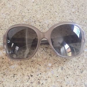 EUC Burberry sunglasses